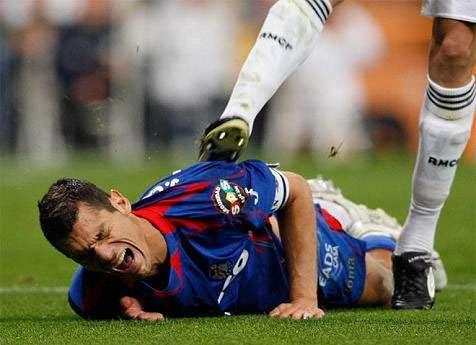 Pepe se volvió loco con Casquero. Le hizo penalti y después empezó a darle patadas. El momento era especialmente tenso para el Madrid, que se jugaba la Liga, pero Casquero falló el penalti. A Pepe le cayeron 10 partidos Foto: Terra