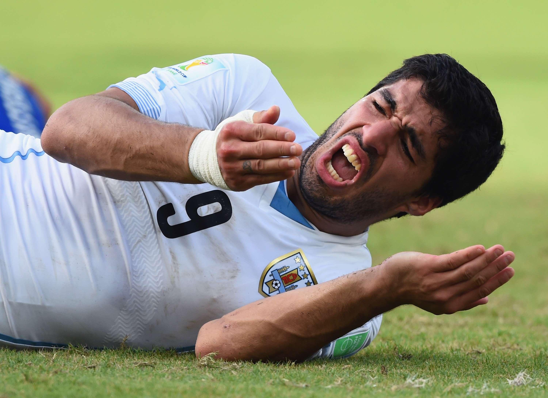 Fifa confirma que Luis Suárez pode treinar e ser negociado