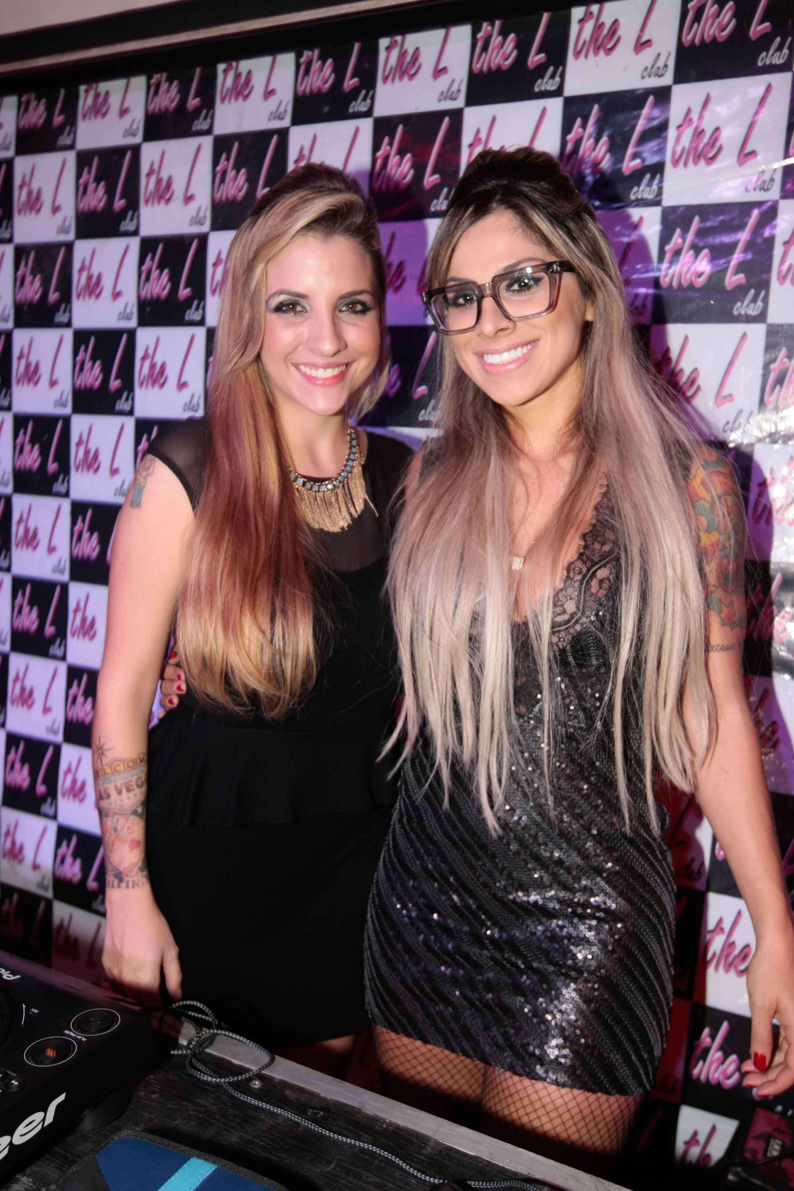 As ex-BBBs Clara e Vanessa marcaram presença na boate The L Club, em São Paulo Foto: AgNews