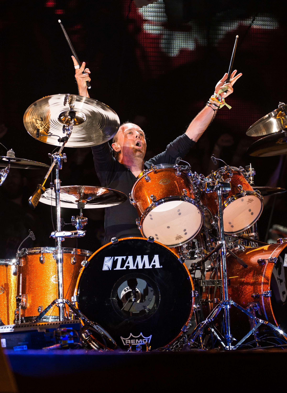 """Na noite deste sábado (28), aconteceu o tão previamente comentado show do Metallica no festival Glastonbury. Durante 90 minutos, os fãs de heavy metal se empolgaram e receberam reciprocidade dos ídolos, que diziam: """"não há nenhum lugar na terra como este belo Glastonbury. Obrigado por nos dar a chance de aproveitar essa experiência e nós esperamos fazer isso mais vezes"""" Foto: Ian Gavan/Getty Images"""