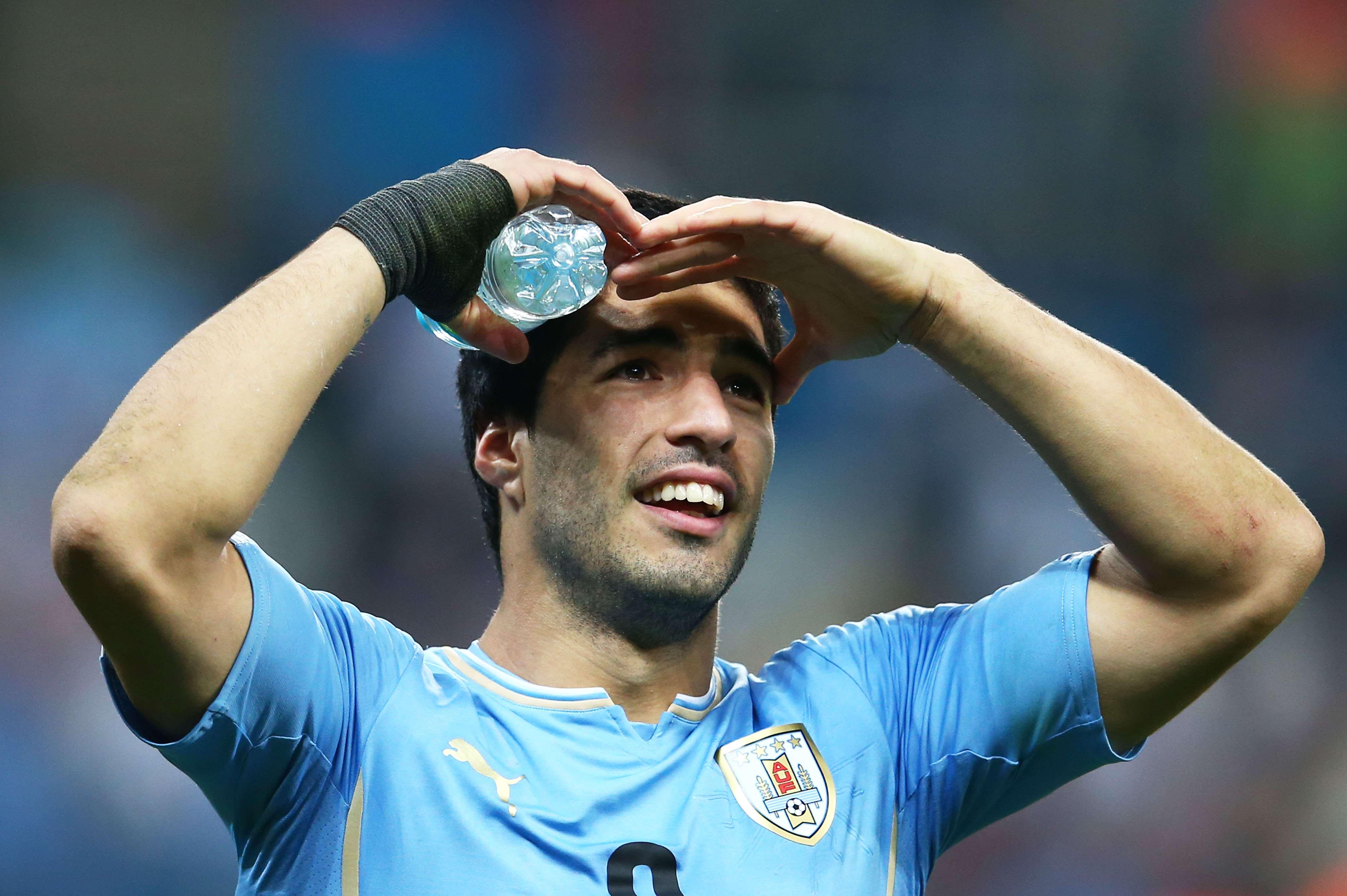 Punição da Fifa faz futebol do Kosovo sonhar com Luis Suárez