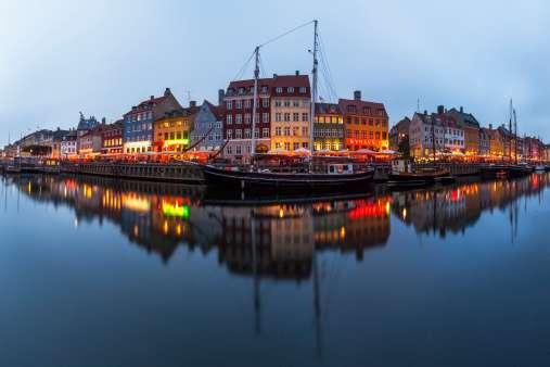 Dinamarca. Cuenta con mano de obra altamente educada y con un PIB per cápita entre los más altos del mundo. Dinamarca tiene muy bajos índices en carga impositiva y corrupción. PIB: $314 mil mdd / Rango de presión tributaria: 11 / Ranking de Innovación: 11 / Rango Libertad Monetaria: 27 Foto: Getty Images