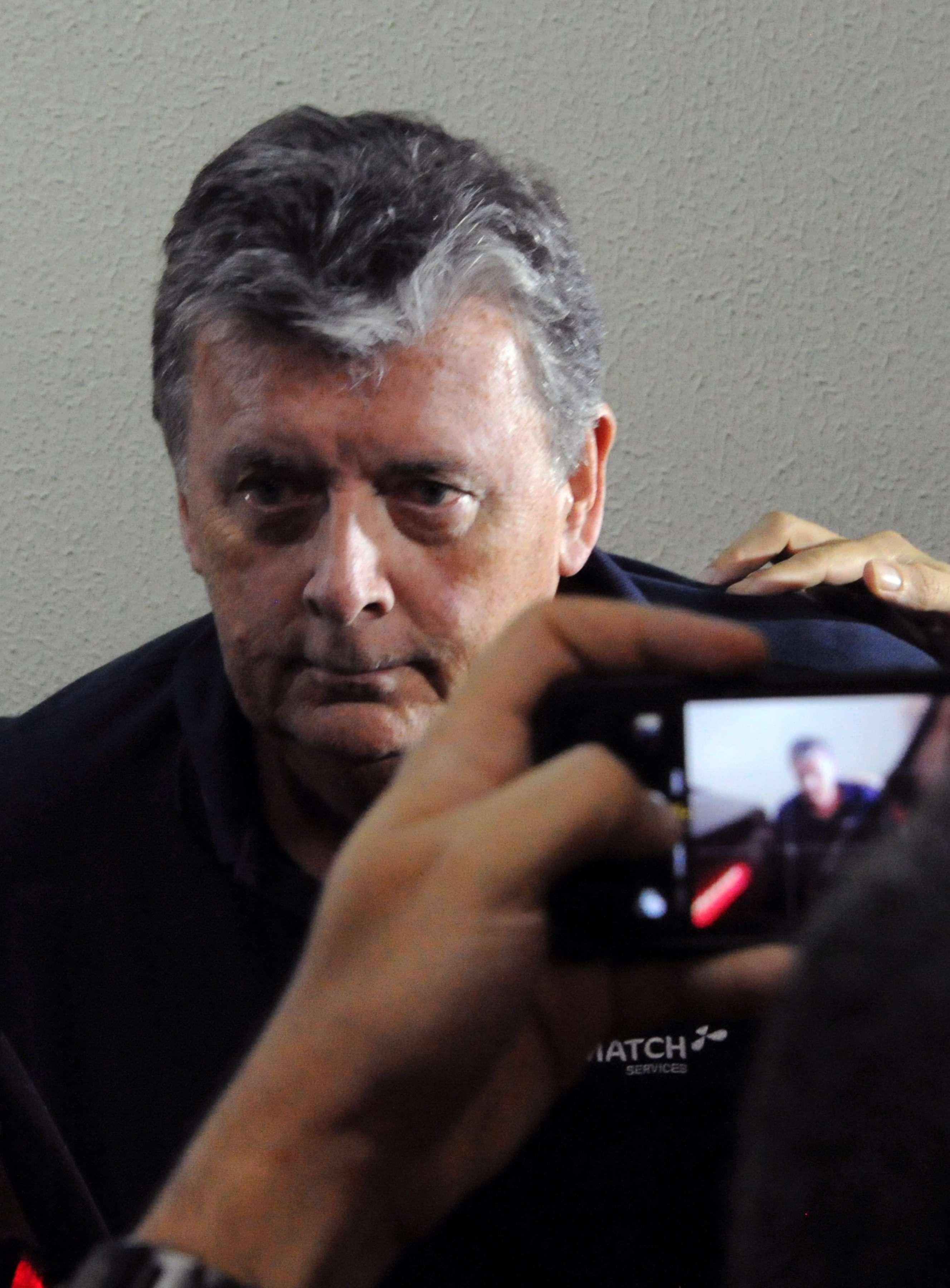O CEO da Match, Raymond Whelan, chega à delegacia no Rio de Janeiro após prisão no Copacabana Palace por suspeita de comandar esquema internacional de venda ilegal de ingressos da Copa do Mundo Foto: Tasso Marcelo/AFP