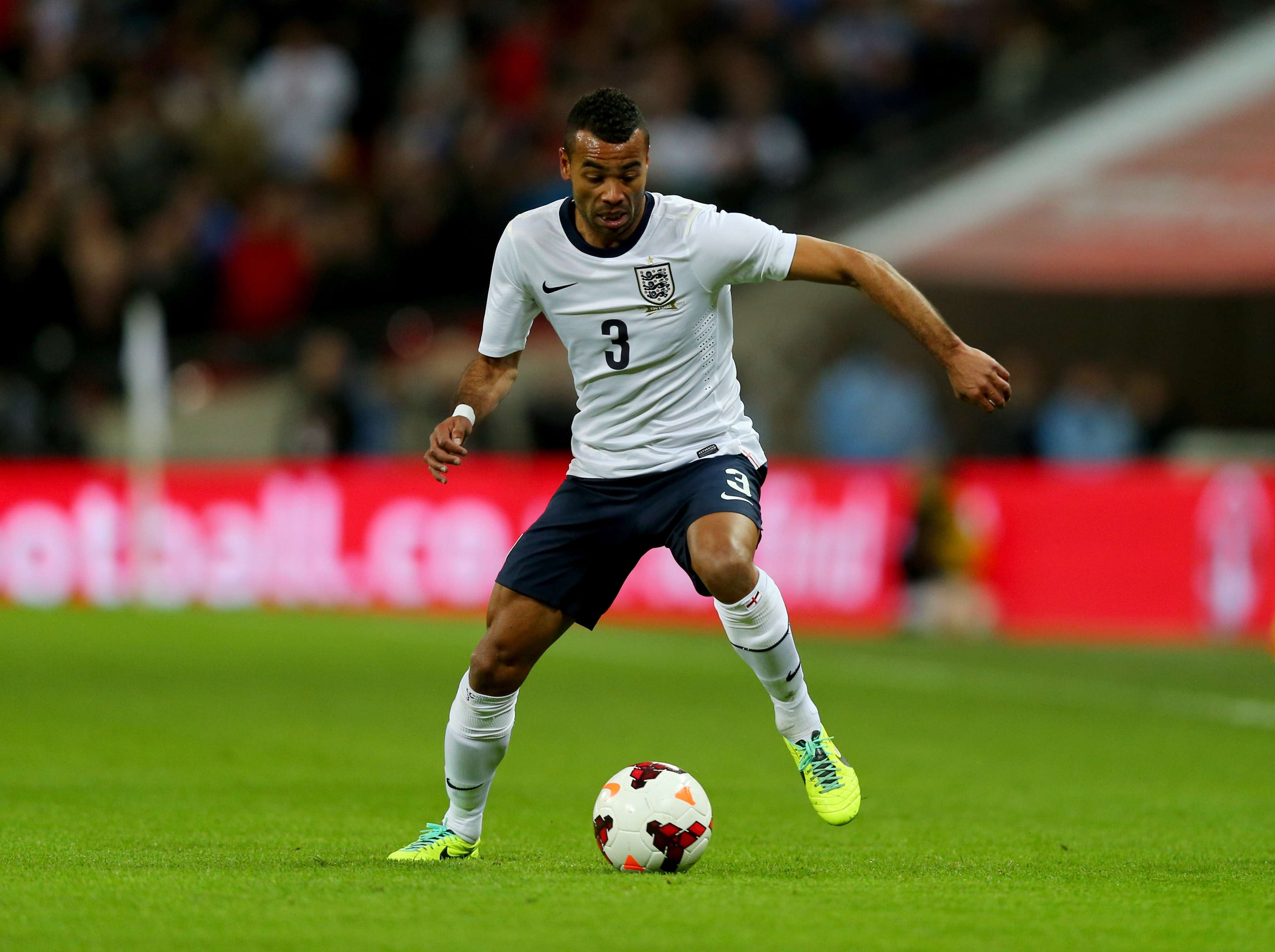 Defensa inglés Ashley Cole ficha por la Roma