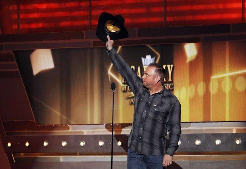 VIDEO: Garth Brooks announces country music comeback