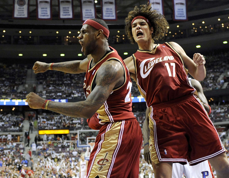 Amigos pessoais, Lebron James e Anderson Varejão atuaram juntos no Cleveland Cavaliers entre 2004 e 2010 Foto: Gregory Shamus/Getty Images