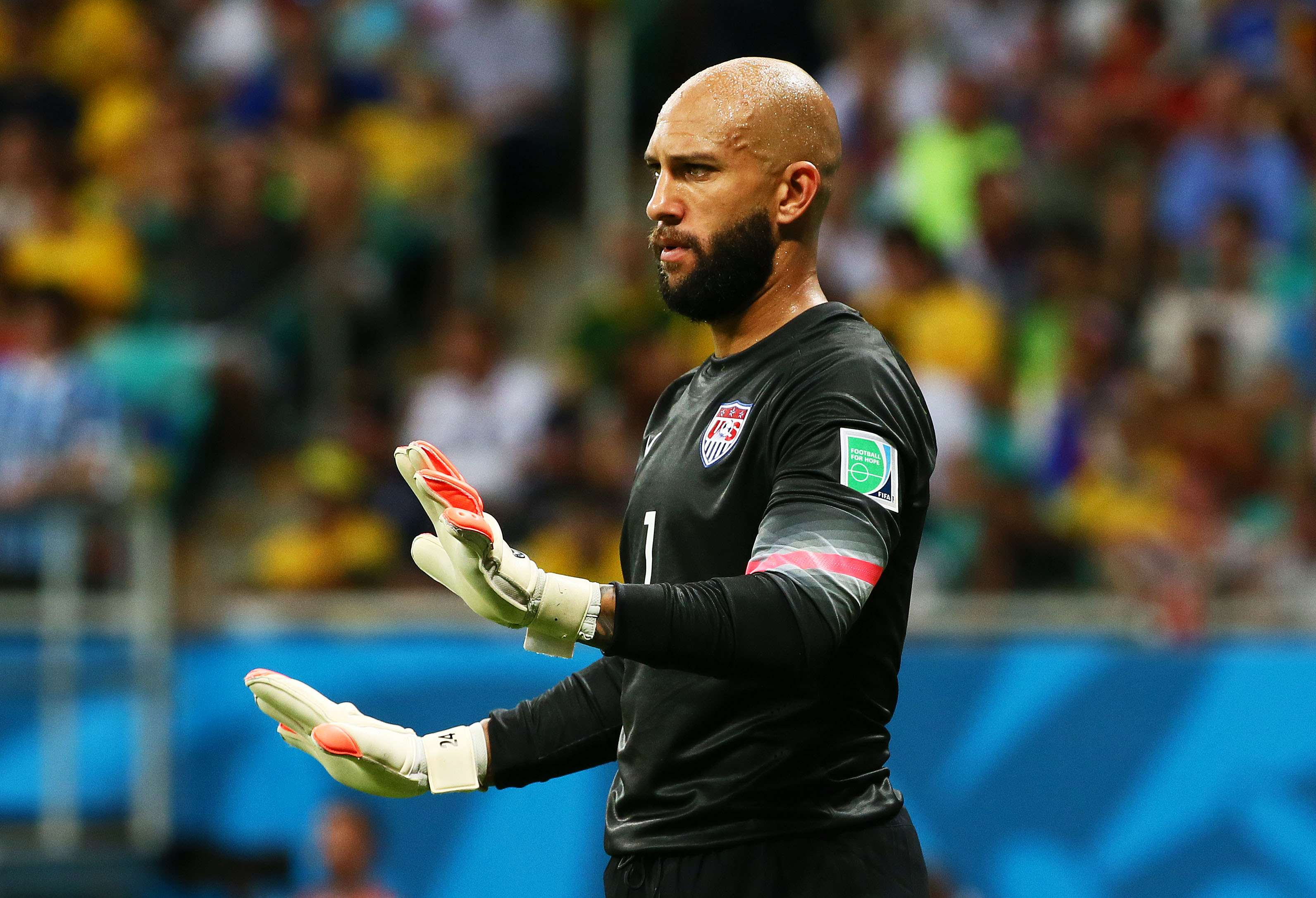 Tim Howard vs. Belgium: Perhaps none were flashy, but the American goalkeeper still collected 16 saves in his team's overtime loss. The fact that he made the saves look 'easy' is a credit to his great positioning throughout the game. Foto: Getty Images