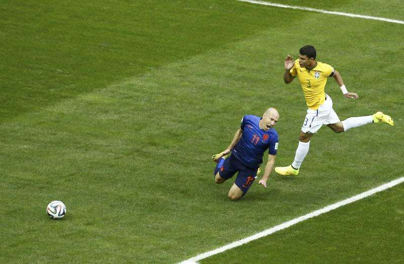 Brazil defensive woes quickly resurface against Dutch