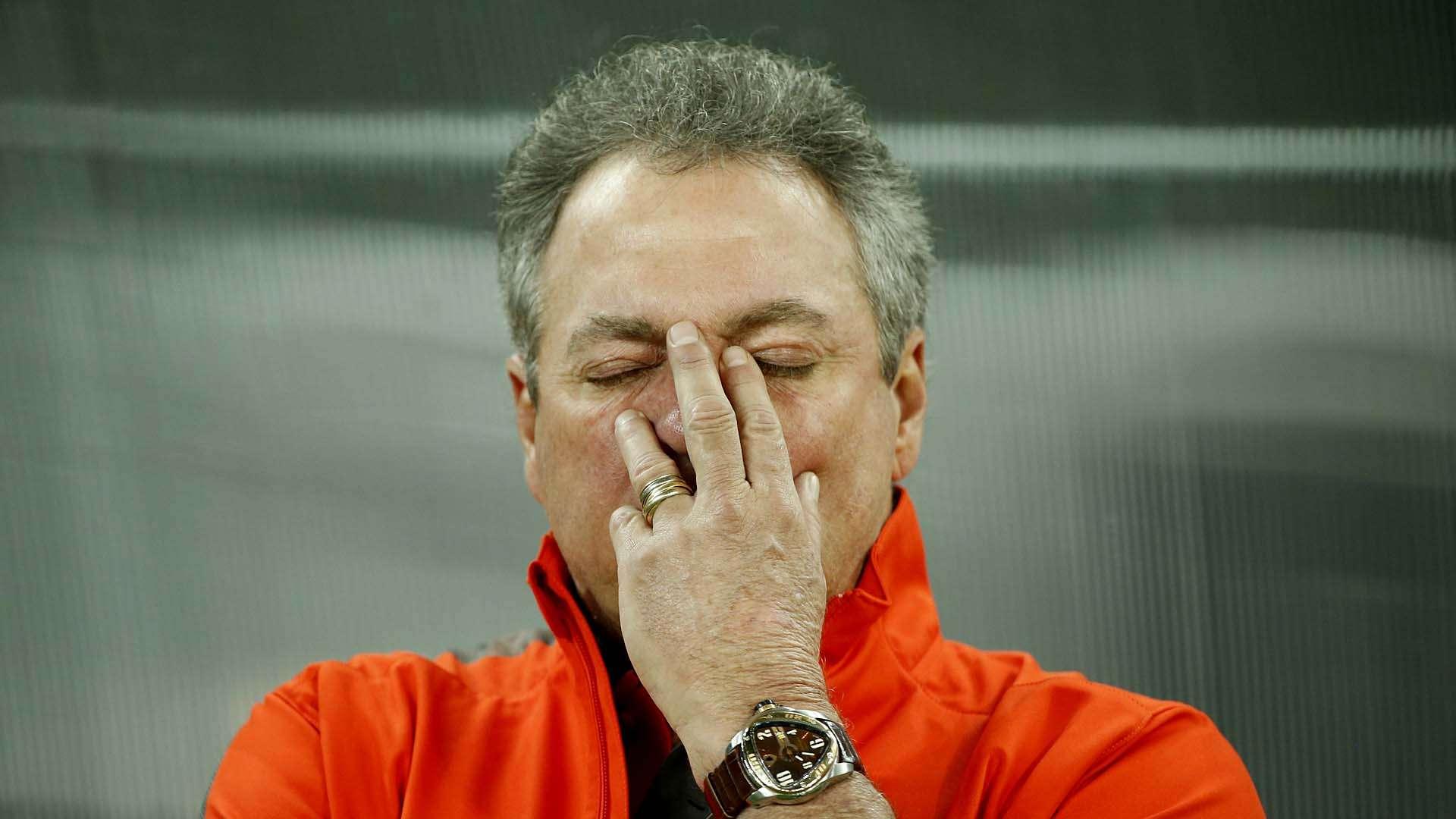 Abel Braga lamenta os dois gols sofridos logo no início do jogo Foto: Ricardo Matsukawa/Terra