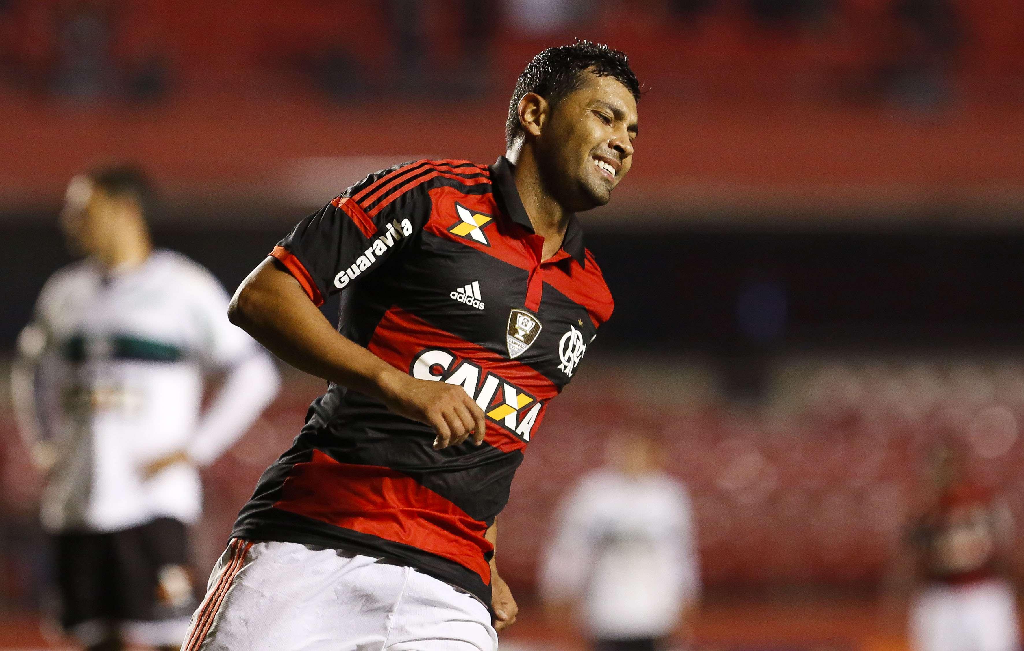 André Santos foi agredido por torcedores após goleada em Porto Alegre Foto: Miguel Schincariol/Getty Images