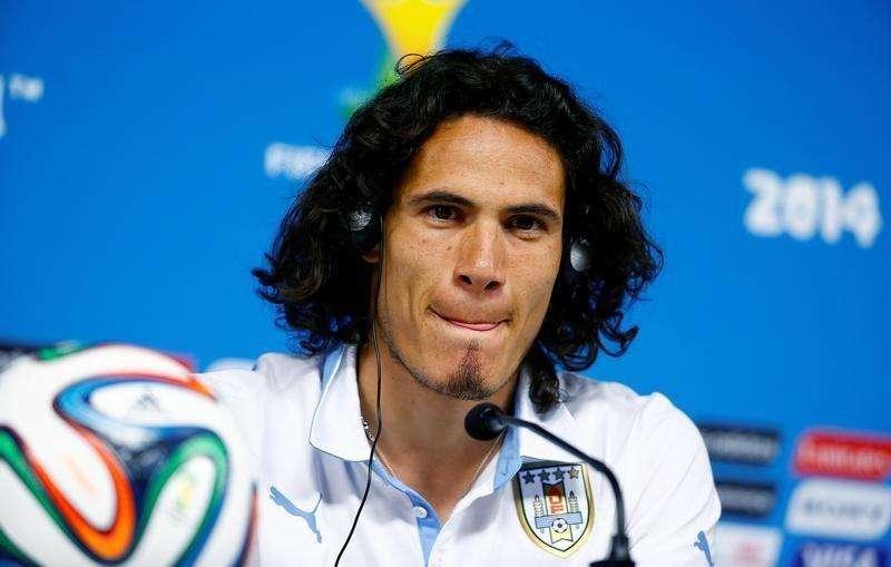 Uruguayo Cavani dice Suárez se equivocó; sanción de FIFA...