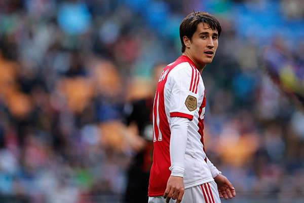 Stoke signs Barcelona striker Bojan