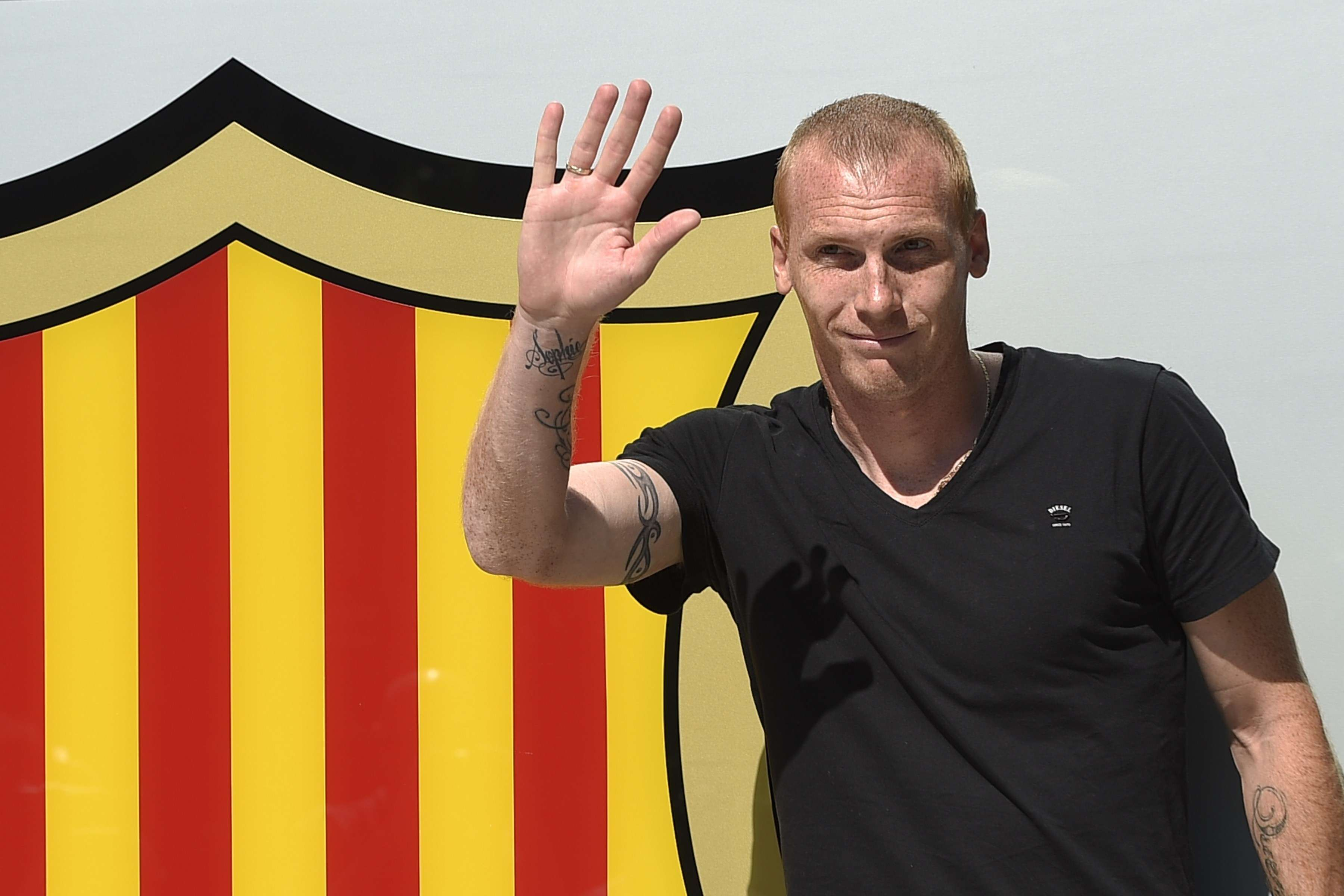 France defender Mathieu signs with Barcelona