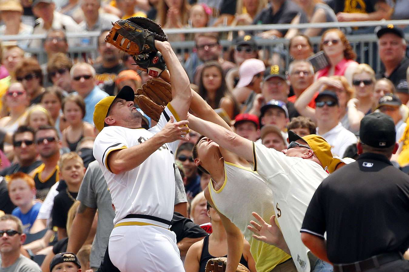 El beisbol de las Grandes Ligas inicia su segunda parte de la temporada regular y los fanáticos disfrutan de las acciones. Foto: AP