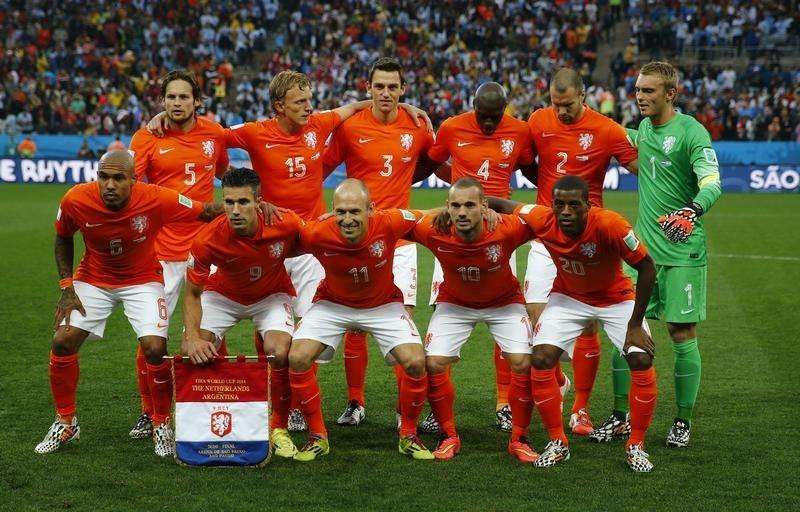 Mourning Dutch postpone discussion on Russia World Cup