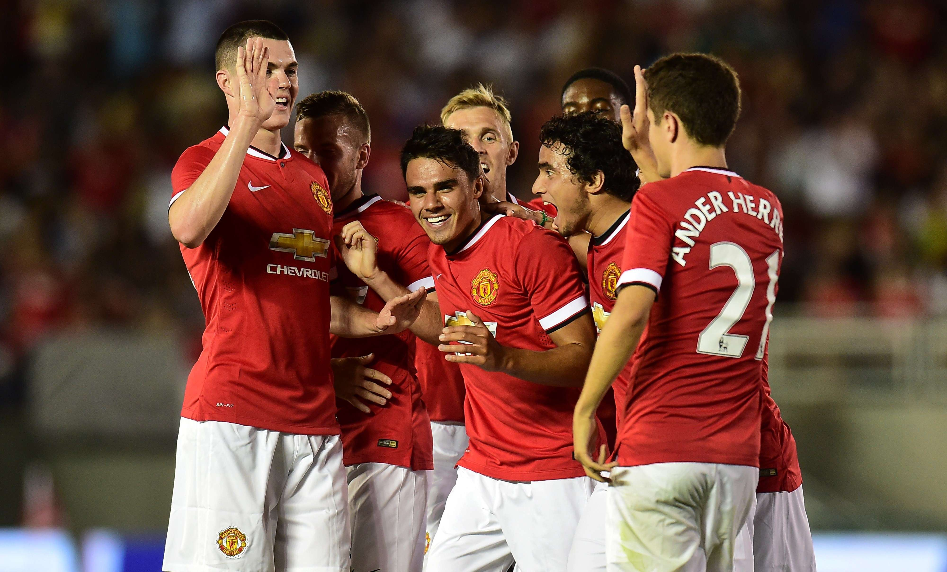 Man U crushes Galaxy in van Gaal debut