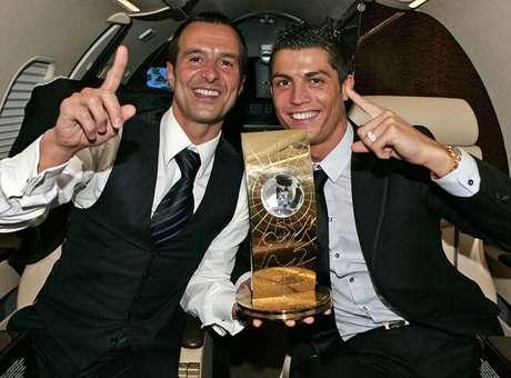 Jorge Mendes y uno de sus representados, Cristiano Ronaldo Foto: Reuters