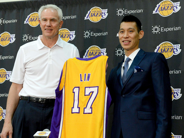 Jeremy Lin vai vestir a camisa 17 no Los Angeles Lakers Foto: Jayne Kamin-Oncea/Reuters