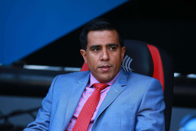 César Farías inconforme con el arbitraje. Foto: Imago7