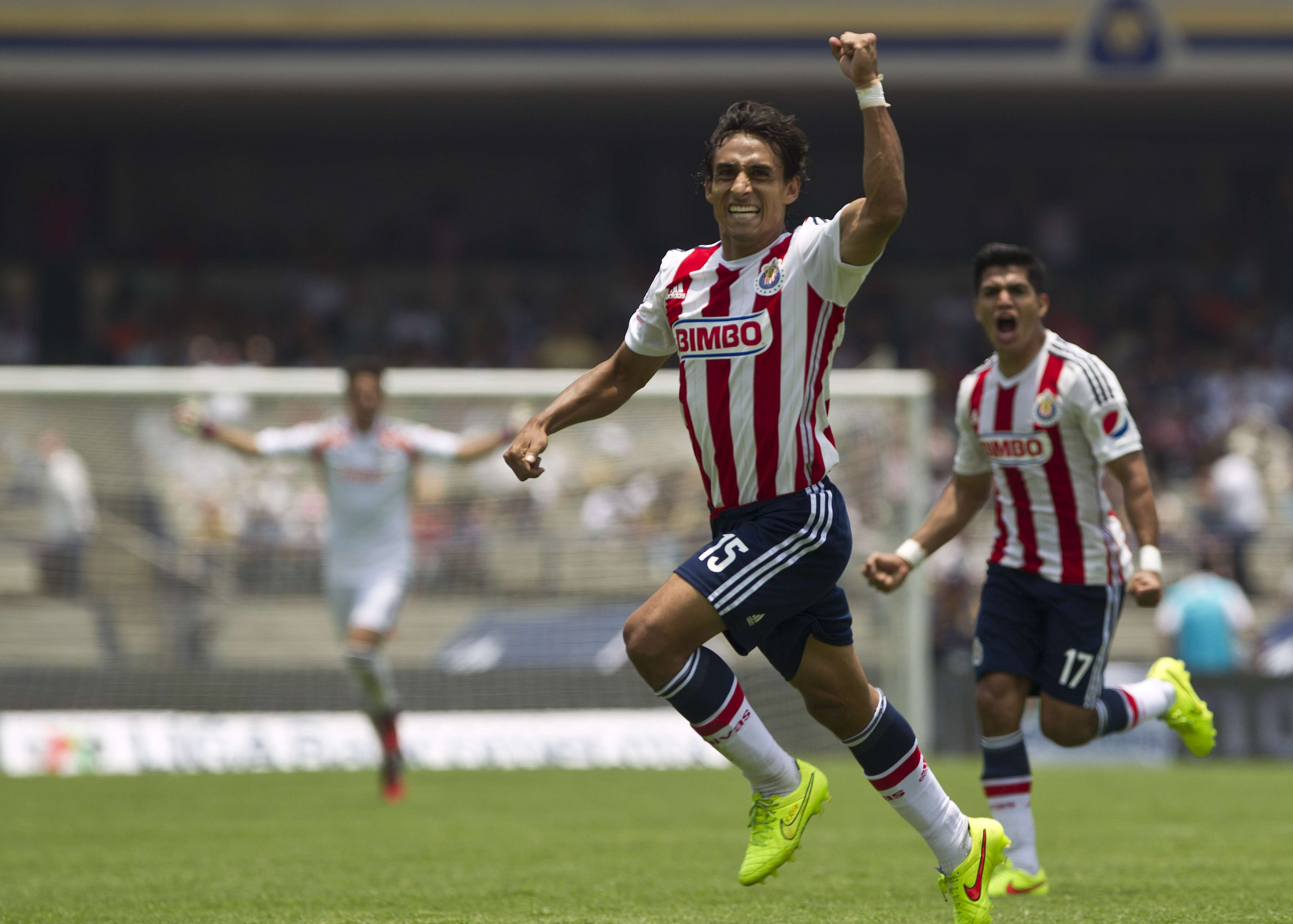 Liga MX: Undefeated Chivas gets late win over Pumas