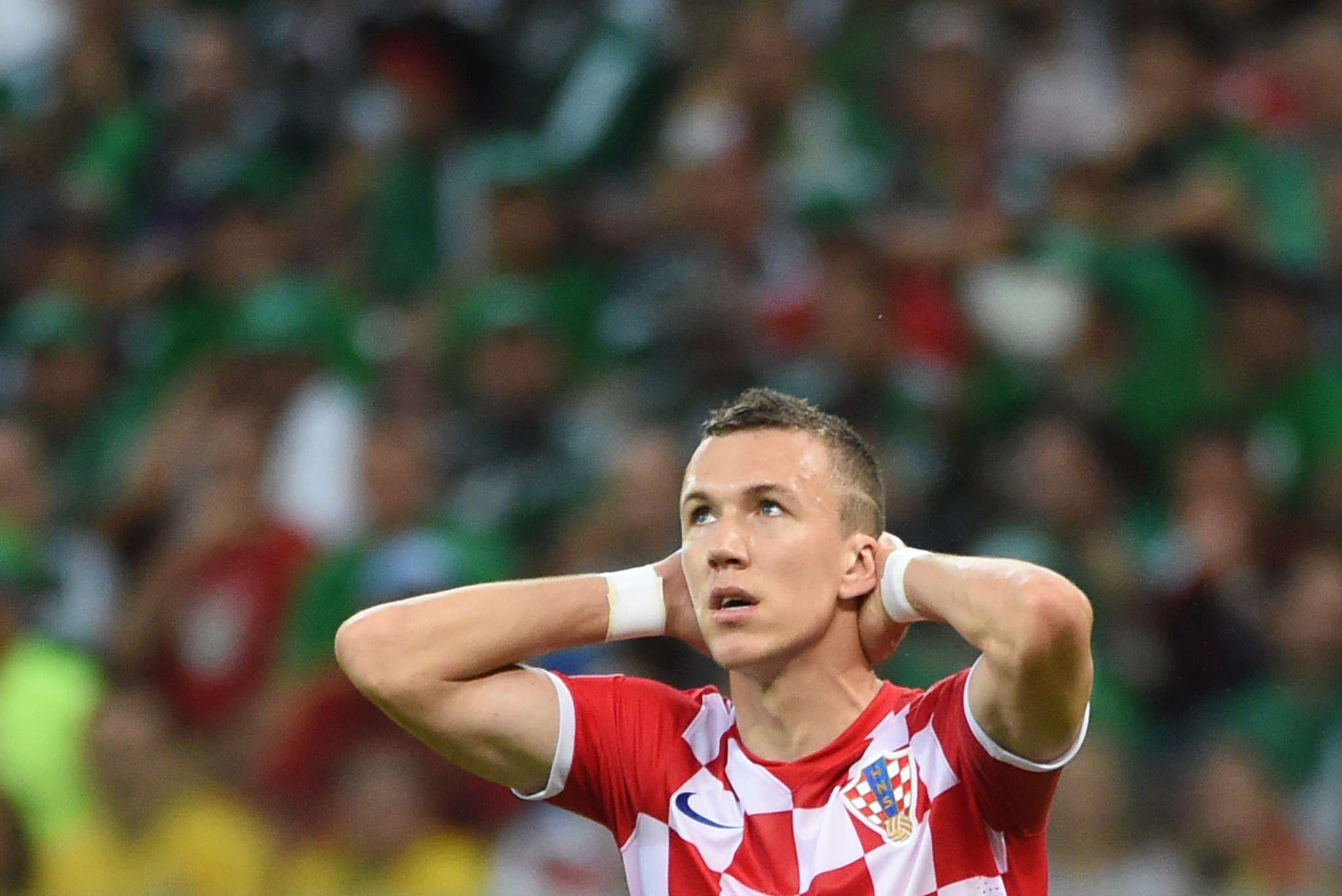Perisic breaks shoulder, joins Wolfsburg injured
