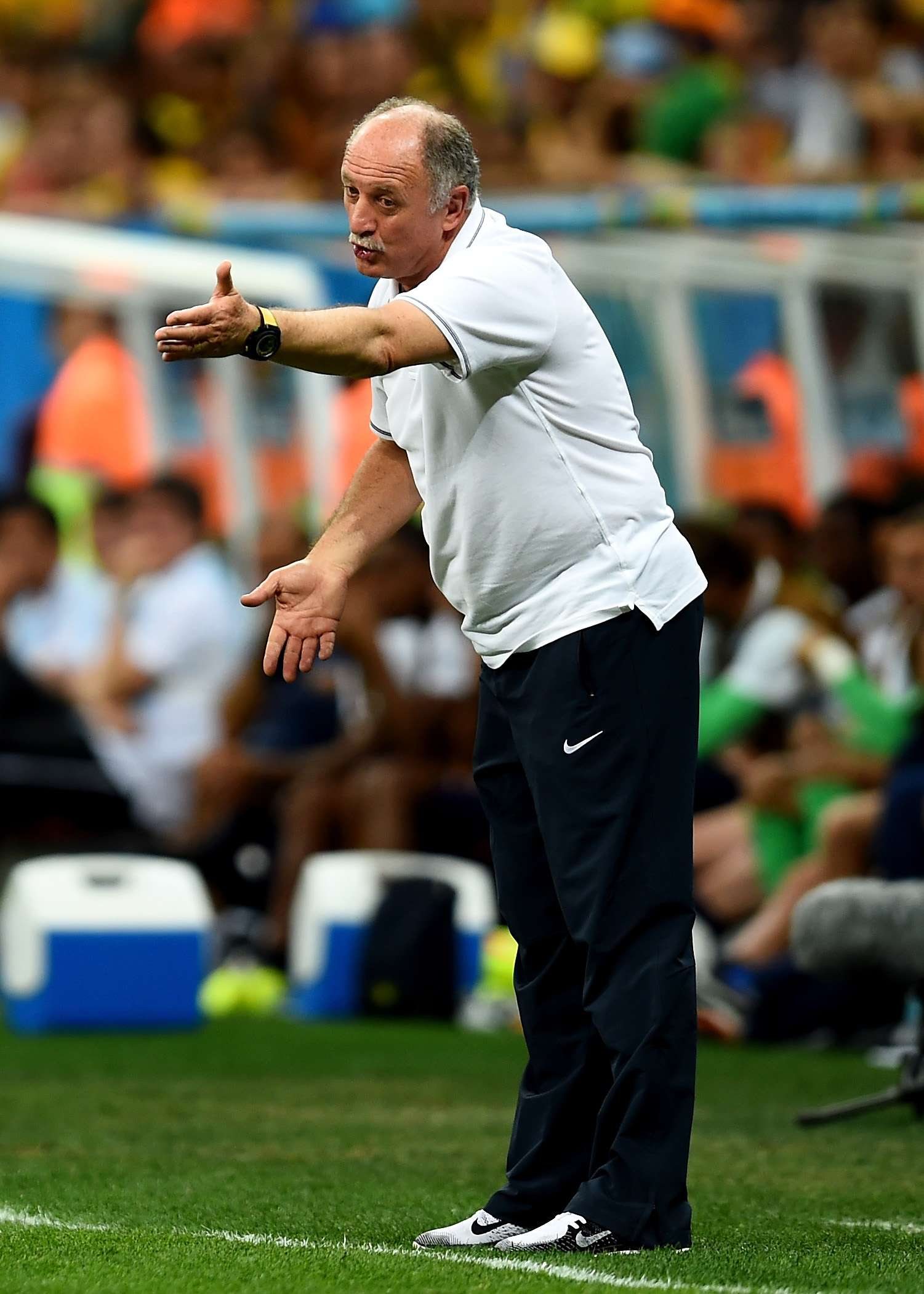 Gremio hires Scolari as new coach
