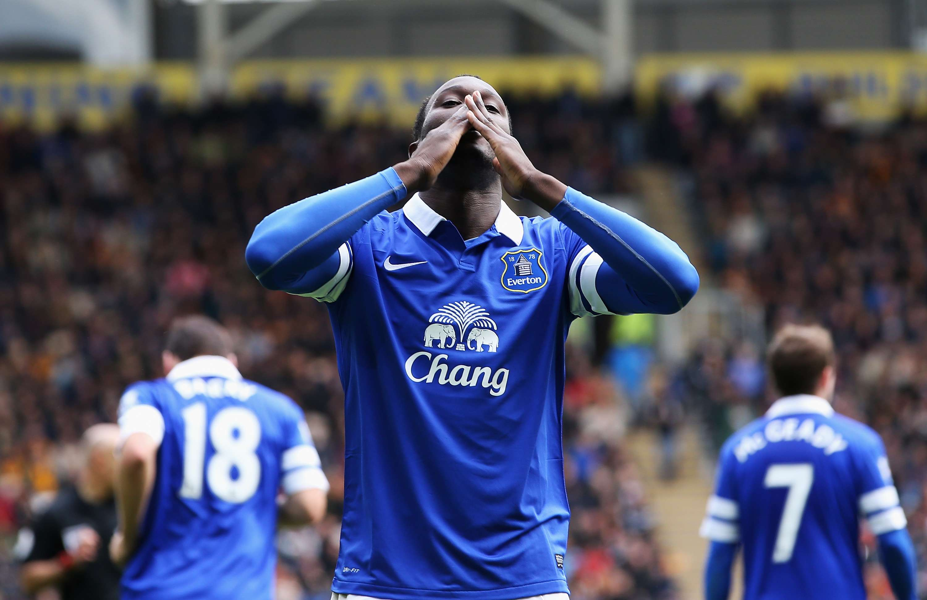Everton signs Lukaku for club-record $74 million