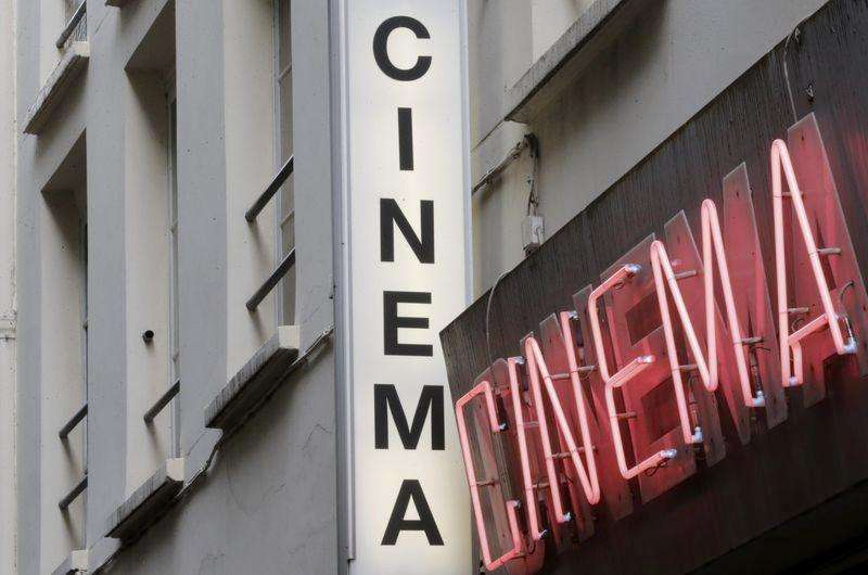 Paris porno cinema makes lone stand against the Web