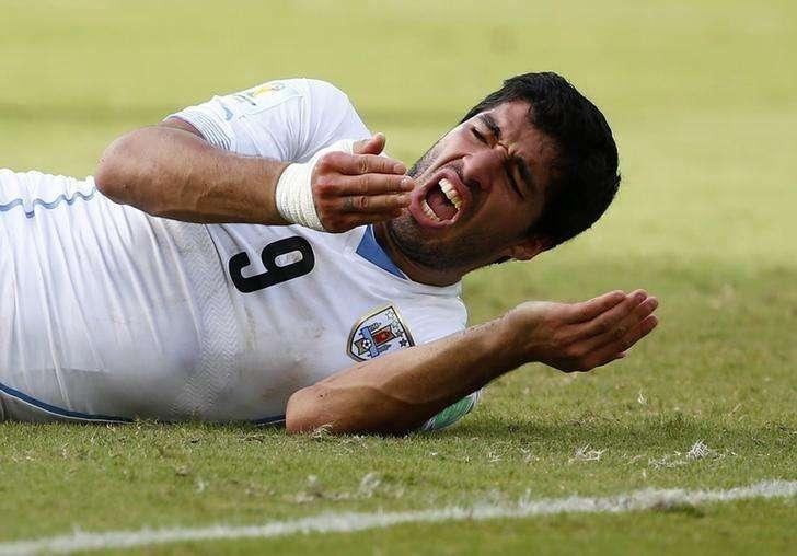 Atacante do Uruguai Luis Suárez após morder italiano Giorgio Chiellini em jogo da Copa do Mundo, em Natal. 24/06/2014 Foto: Tony Gentile/Reuters