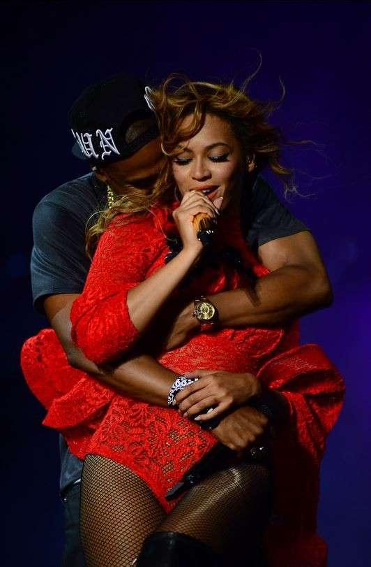 Beyoncé e Jay-Z durante a turnê On The Run Foto: Beyonce.com/Reprodução