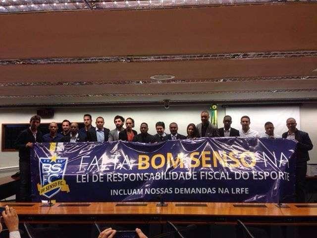 Bom Senso leva faixa à Câmara dos Deputados Foto: Facebook/Reprodução