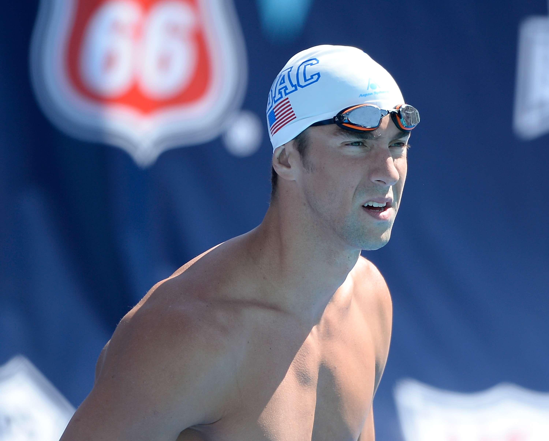 Phelps fica em 3º e garante vaga na final em torneio dos EUA