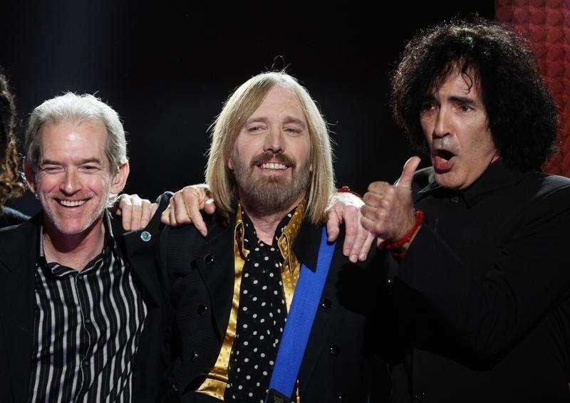 Veteran rockers and retro songs dominate Billboard 200 chart