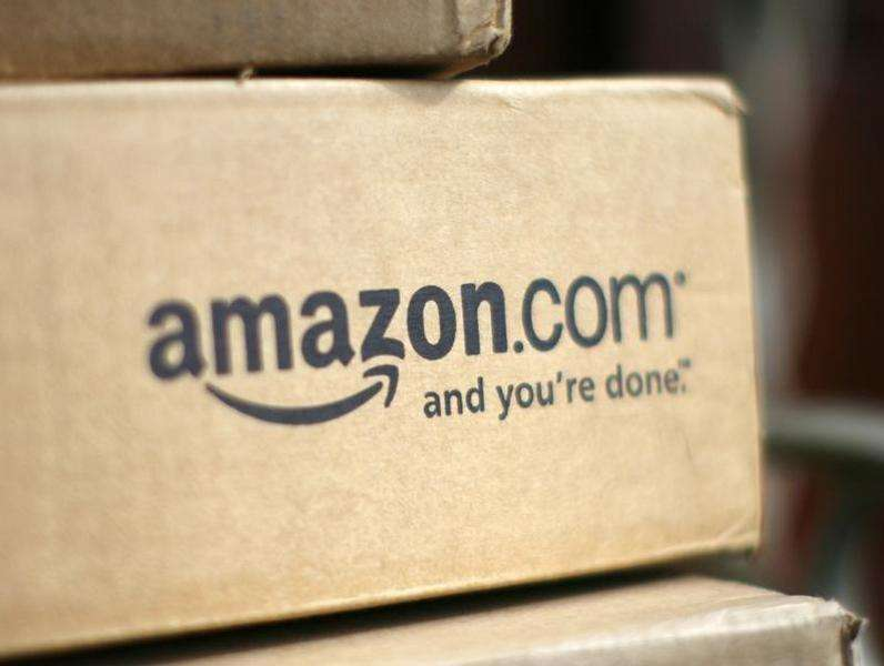 A box from Amazon.com is pictured on the porch of a house in Golden, Colorado July 23, 2008. Foto: Rick Wilking/Reuters