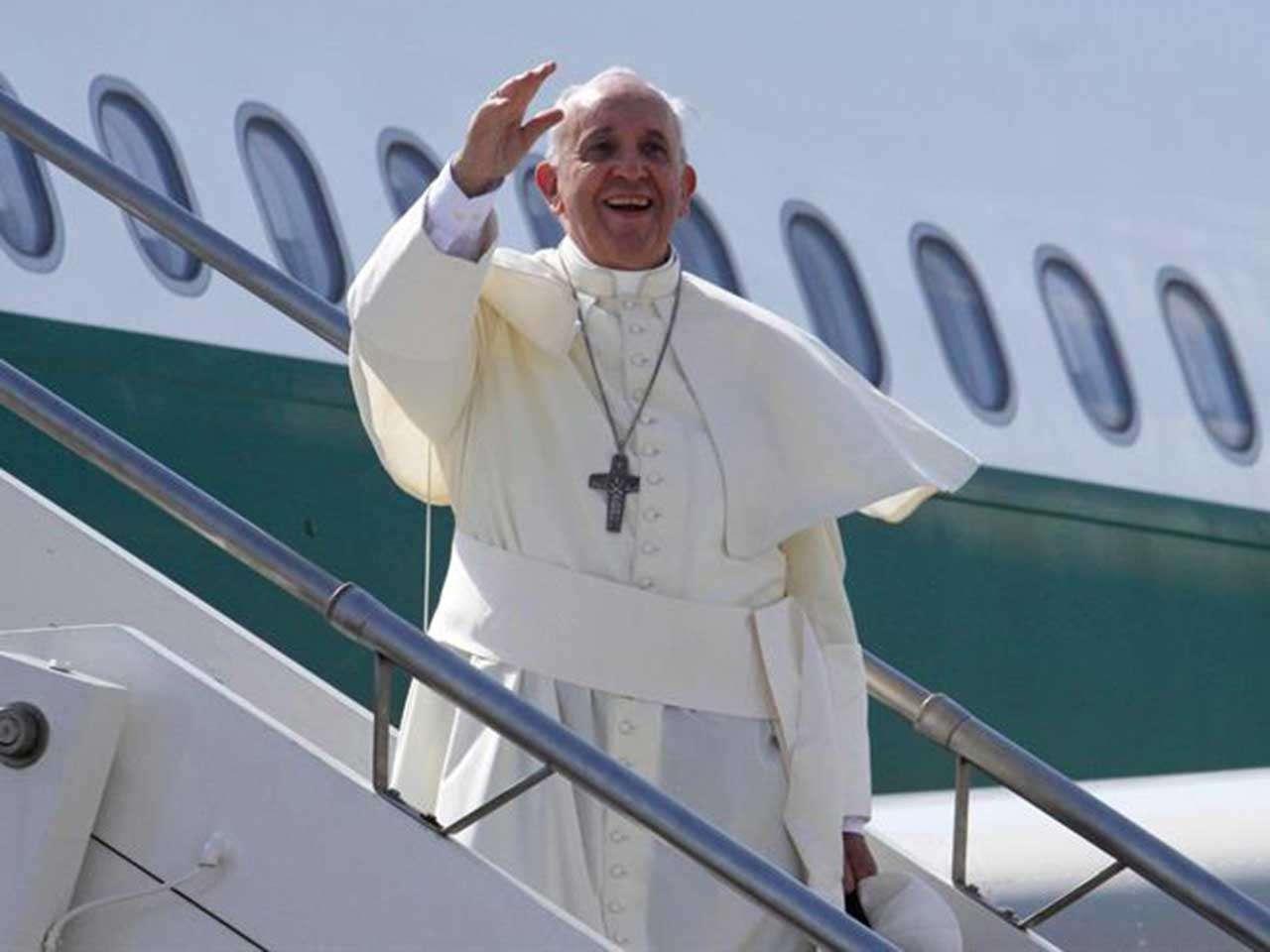 Papa Francisco bromea sobre fecha de su muerte y renuncia