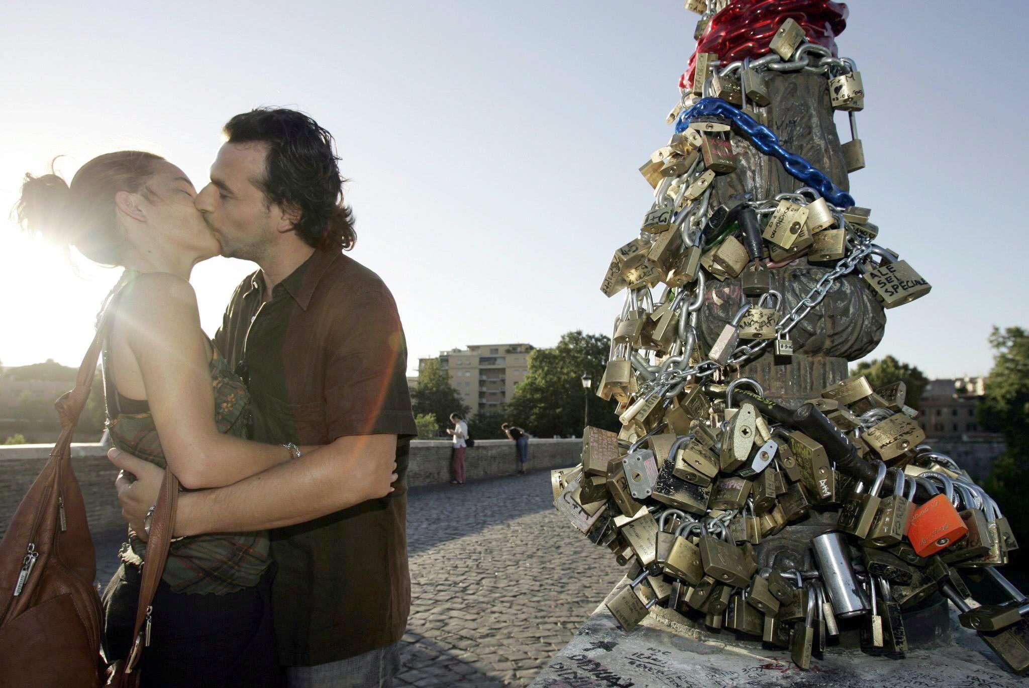 Roma entra na campanha italiana contra 'cadeados do amor'