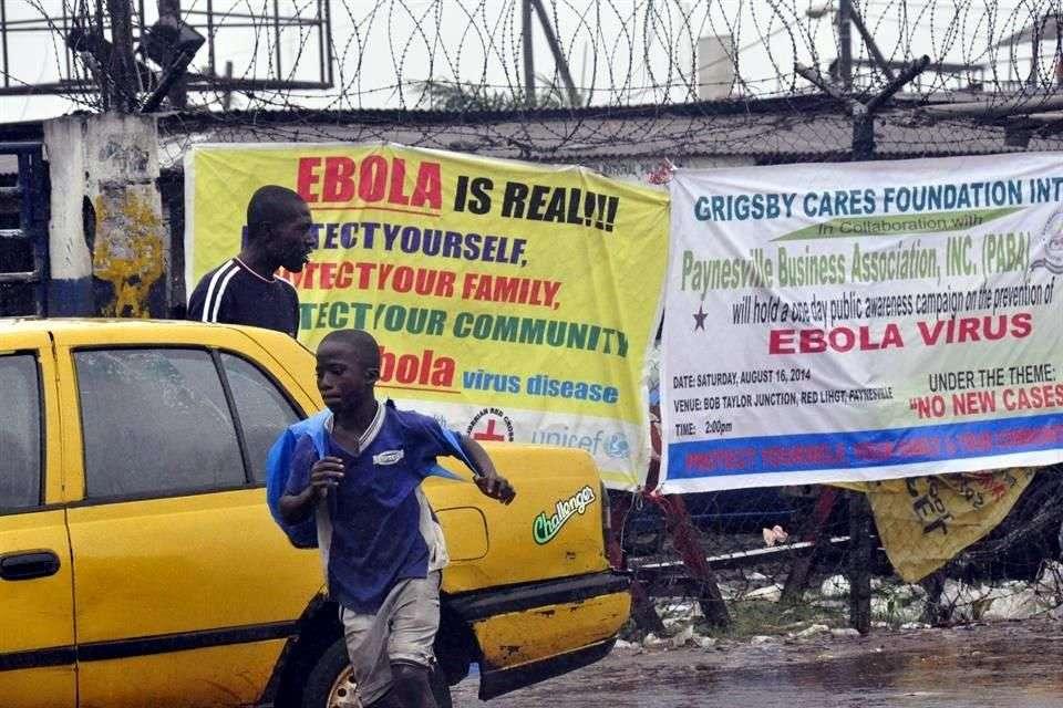 Enfermos de ébola huyen de clínica en Liberia tras ataque