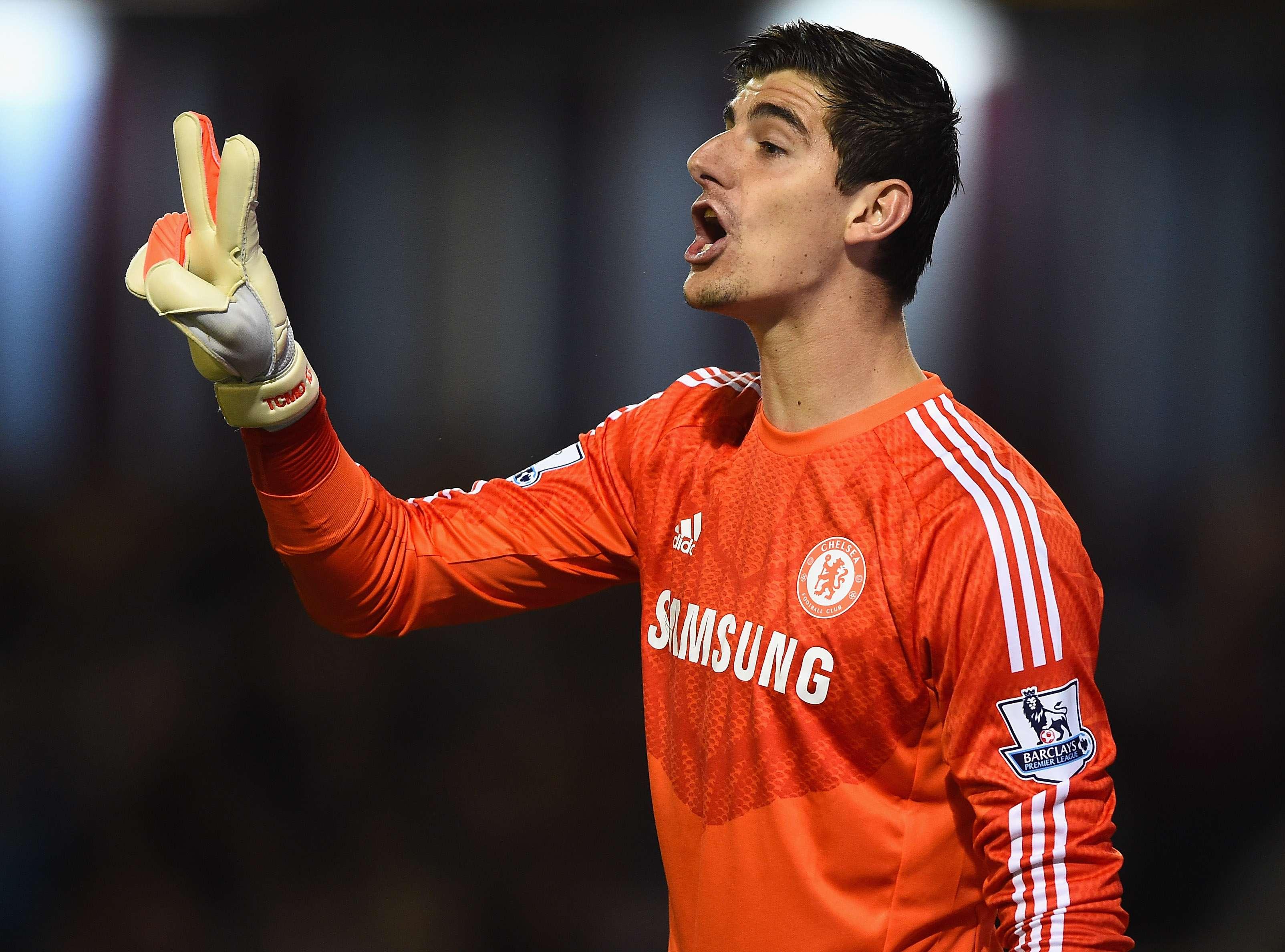 Courtois quiere que Cech siga en el Chelsea aunque no juegue