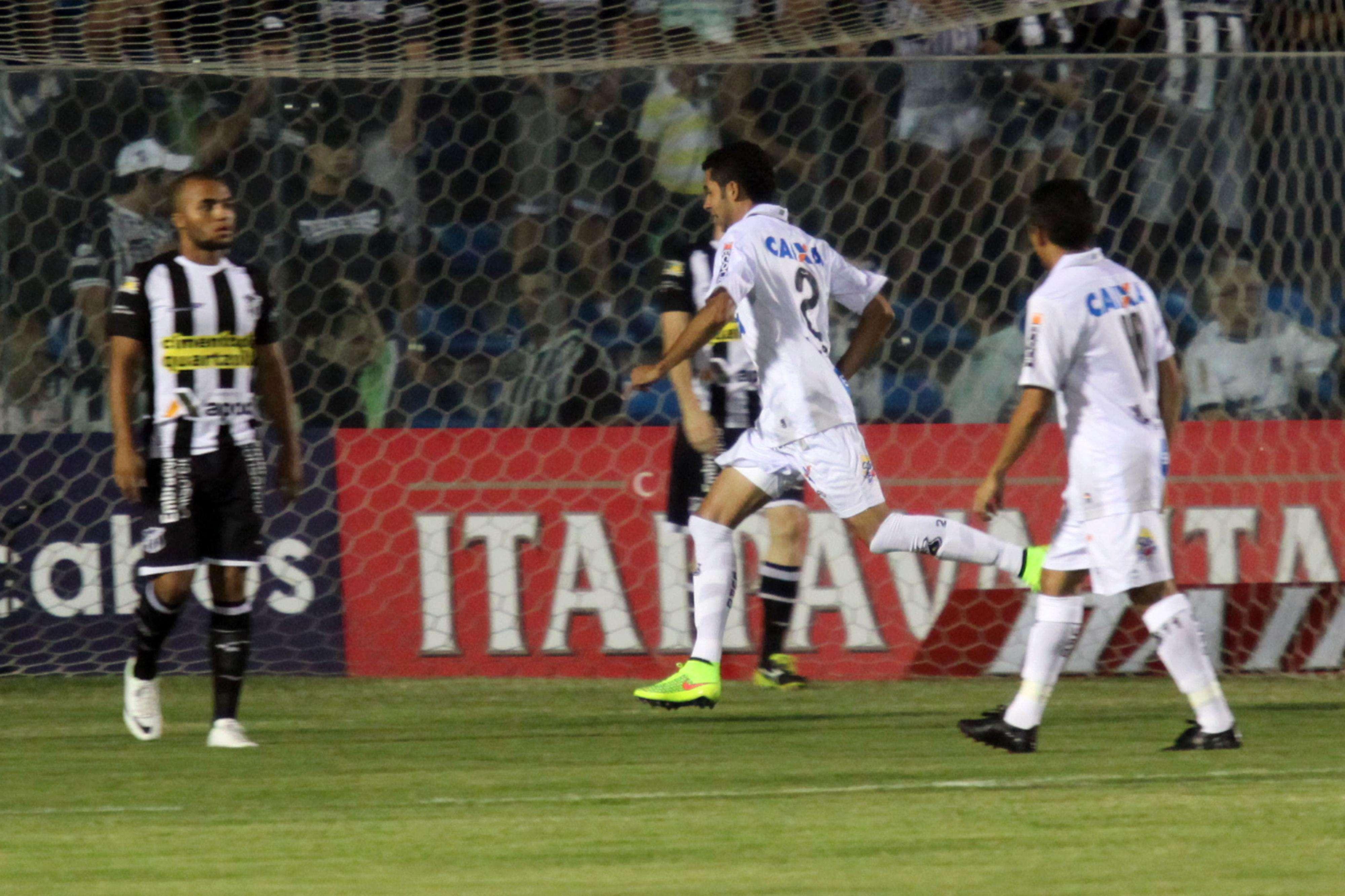 Jogadores do ABC festejam gol sobre o Ceará Foto: LC Moreira/Agência Lance