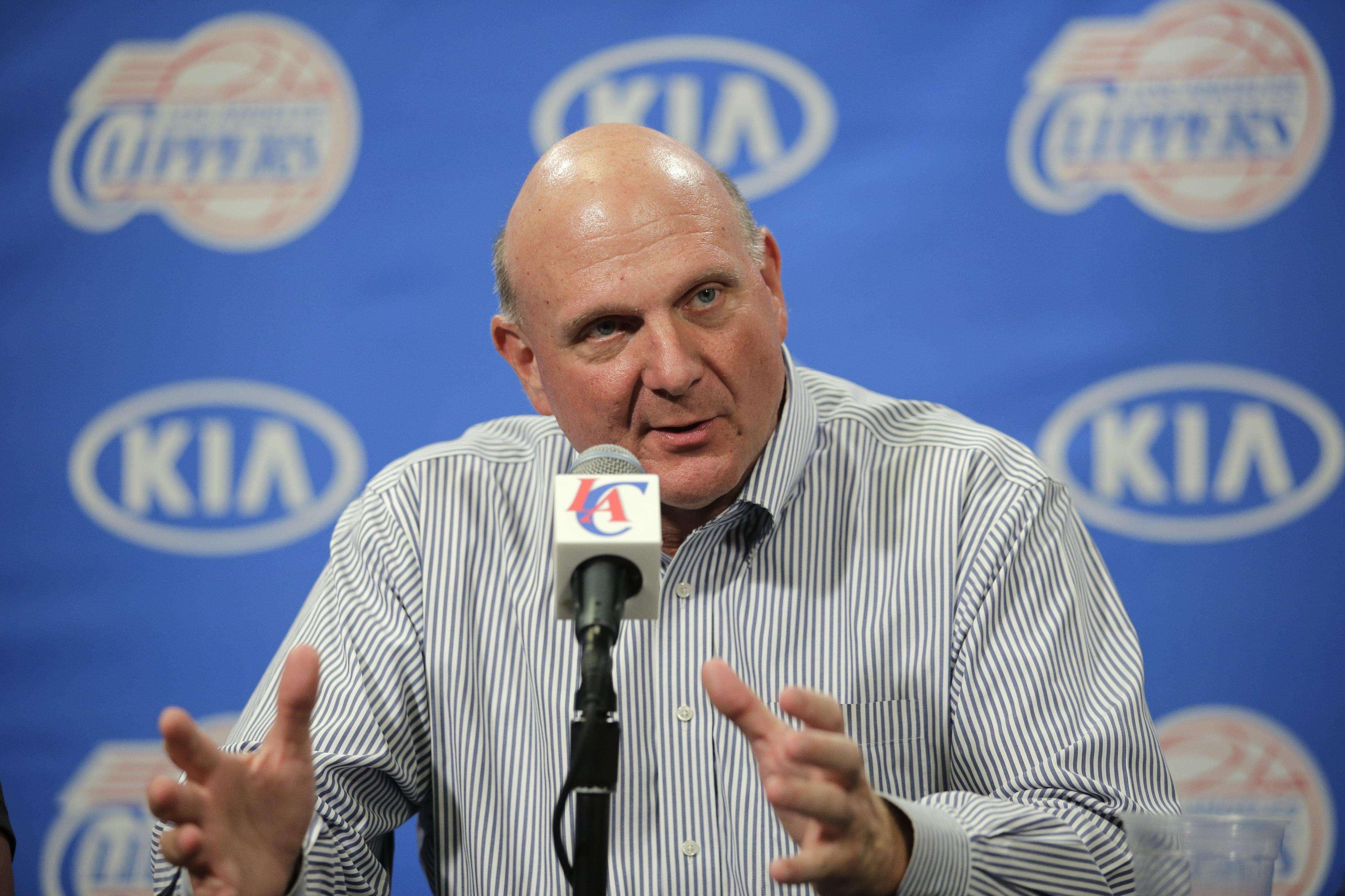 Ballmer cerró de forma oficial la compra de los Clippers por 2,000 millones de dólares. Foto: AP