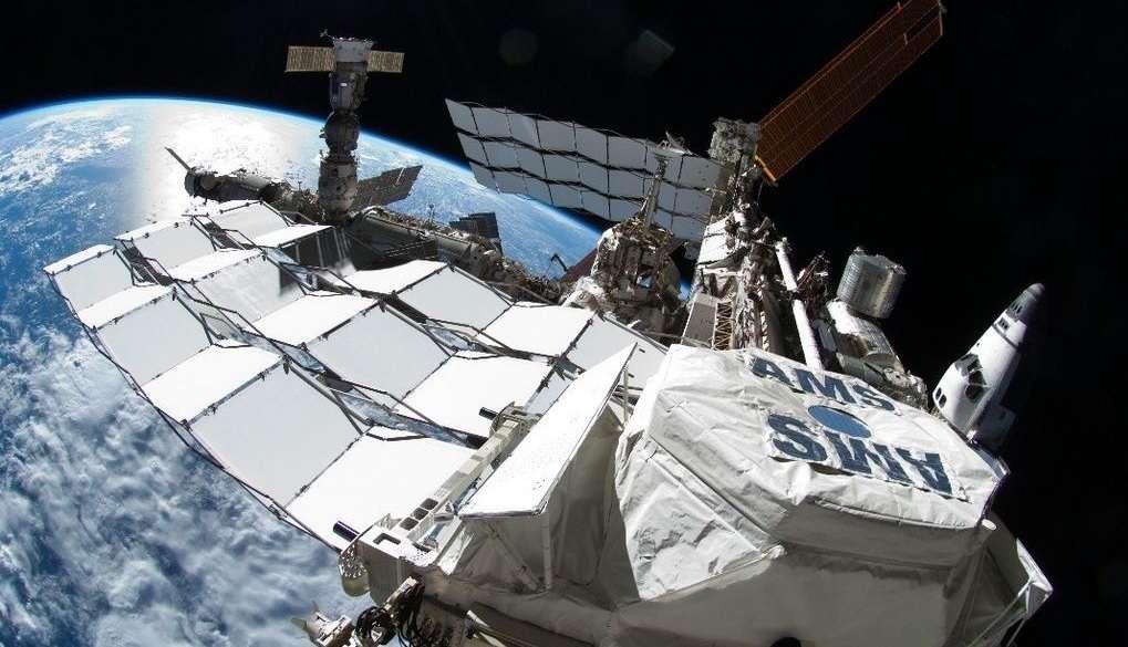 Cientistas russos encontram vida fora da Estação Espacial Internacional Foto: Nasa/Twitter