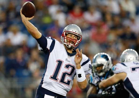 Con un brillante Brady, Patriots aplastan 30-7 a Panthers