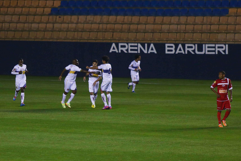 Jogadores do Grêmio Barueri comemoram vitória Foto: Marcos Bezerra/Futura Press