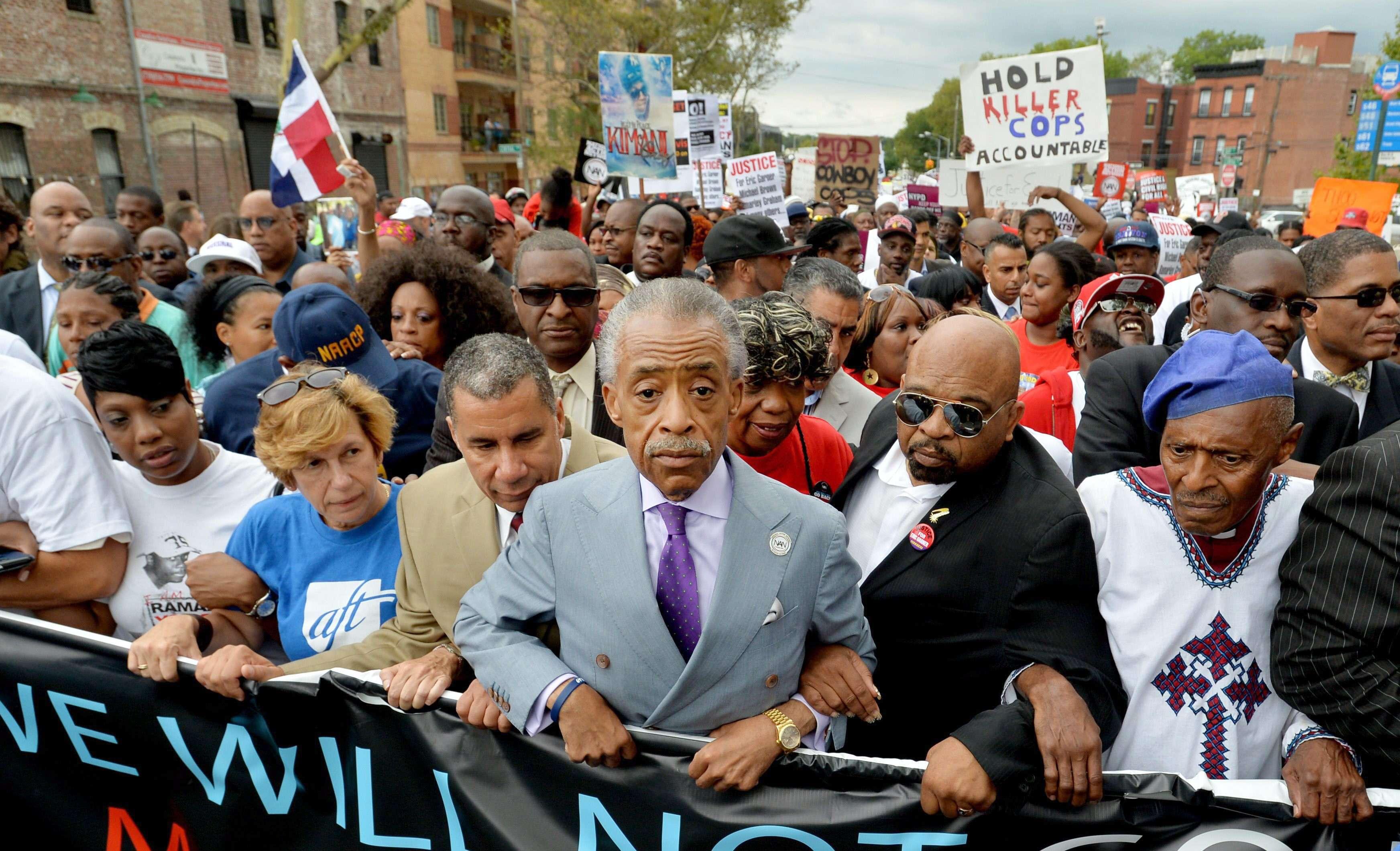 Miles protestan contra asesinato de hombre negro en NY