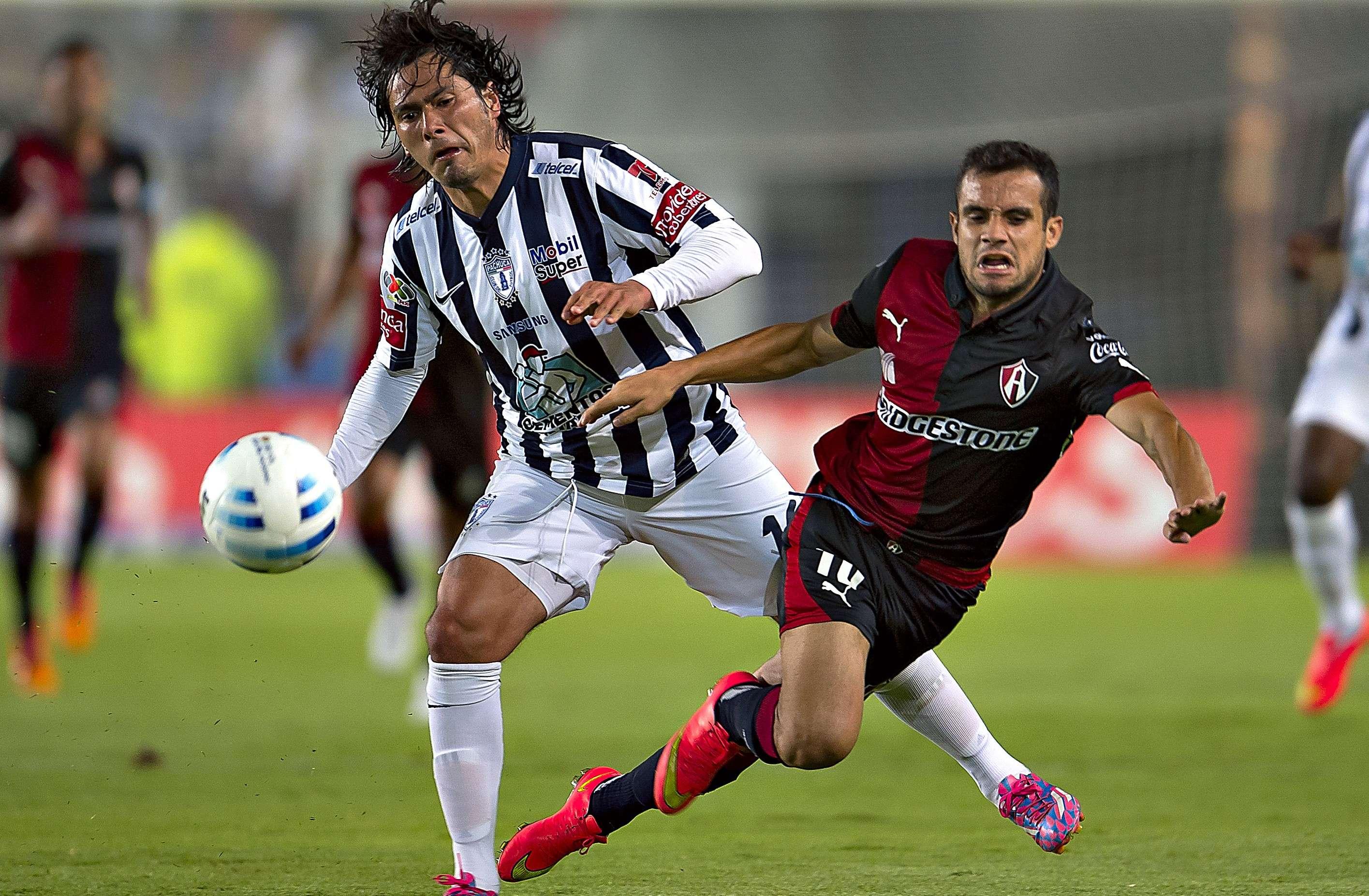 Con doblete de Matías Alustiza, Pachuca regresó a la senda de la victoria al vencer 2-0 a Atlas, que perdió el invicto en el torneo Apertura 2014, en duelo celebrado en el estadio Hidalgo. Foto: Mexsport