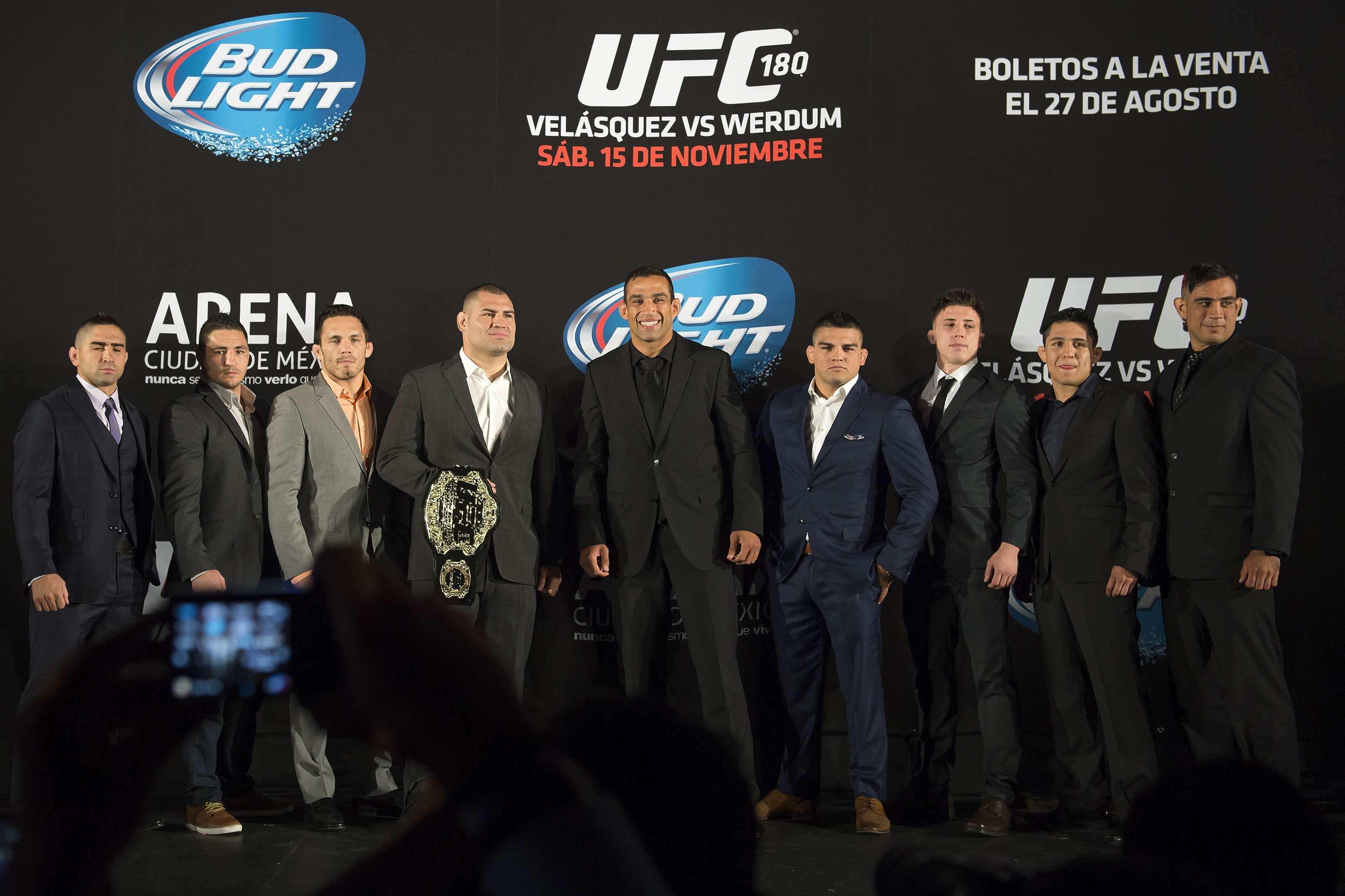 Los protagonistas del UFC 180 ofrecieron una conferencia de prensa en la Ciudad de México, Foto: Mexsport