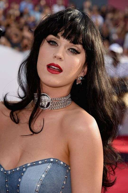 A aposta em fios naturais de Katy Perry também foi acertada para Wanderley Nunes Foto: Frazer Harrison/Getty Images