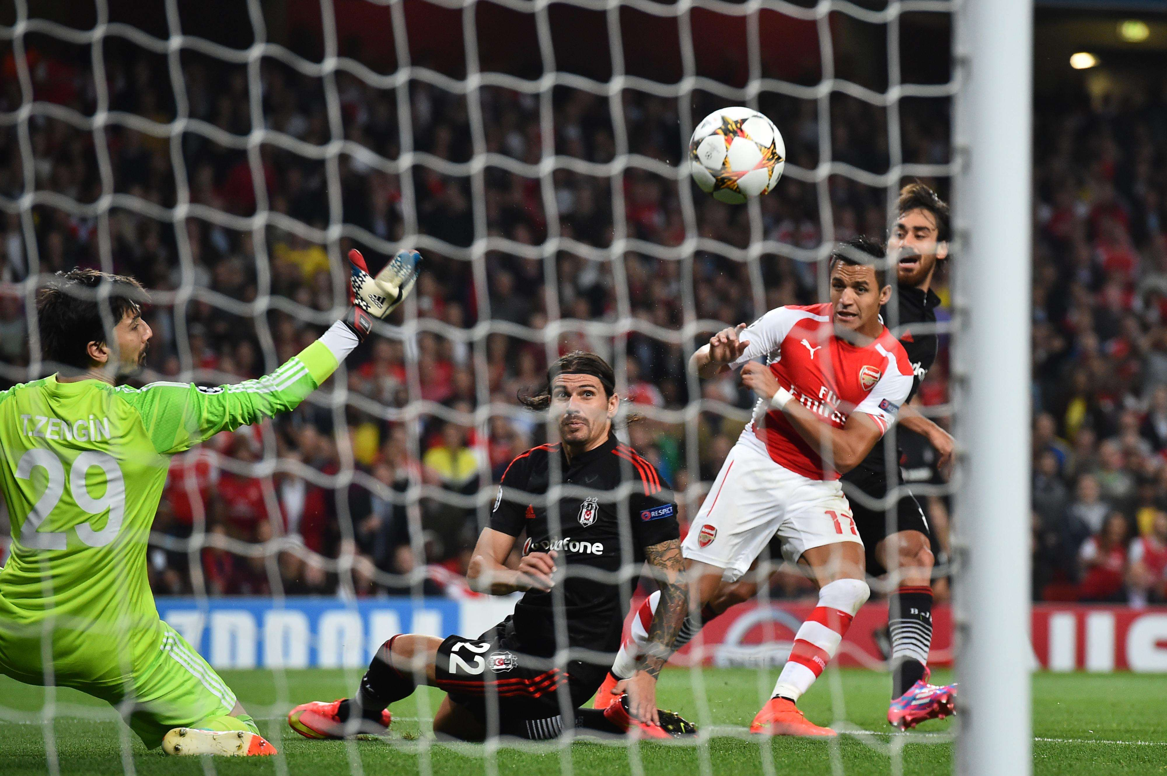 Gol de Sanchez classifica Arsenal na Liga dos Campeões Foto: Ben Stansall/AFP
