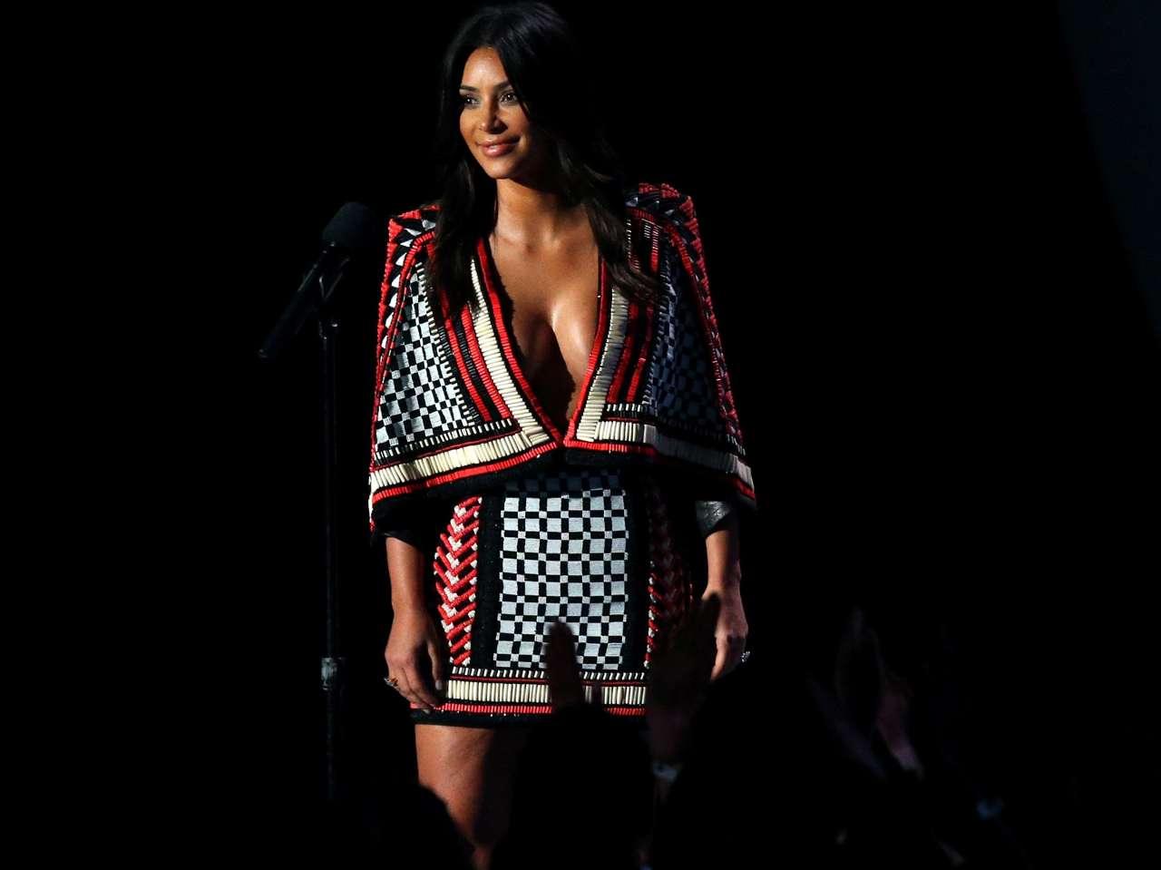 Kim Kardashian graba participación en serie '2 Broke Girls'