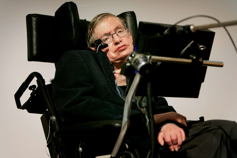 Stephen Hawking se une al #IceBucketChallenge